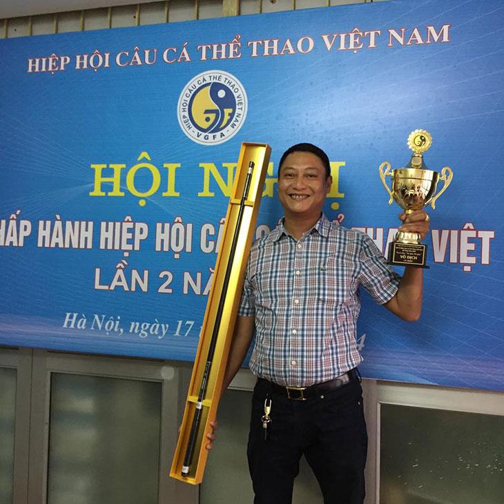anh HOÀNG NGỌC MINH chủ tịch CLB câu cá Tràng An